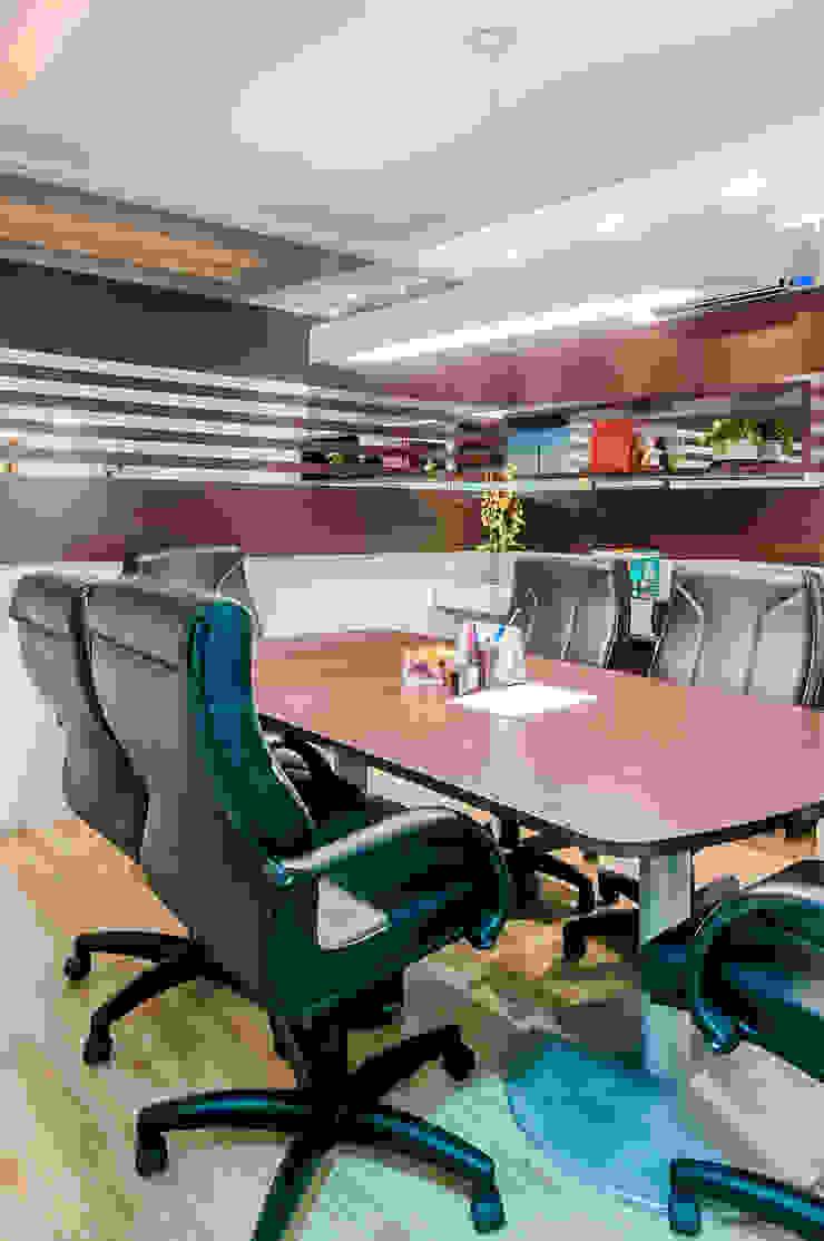 Sala de reuniões Espaços comerciais modernos por Estúdio C+C Moderno