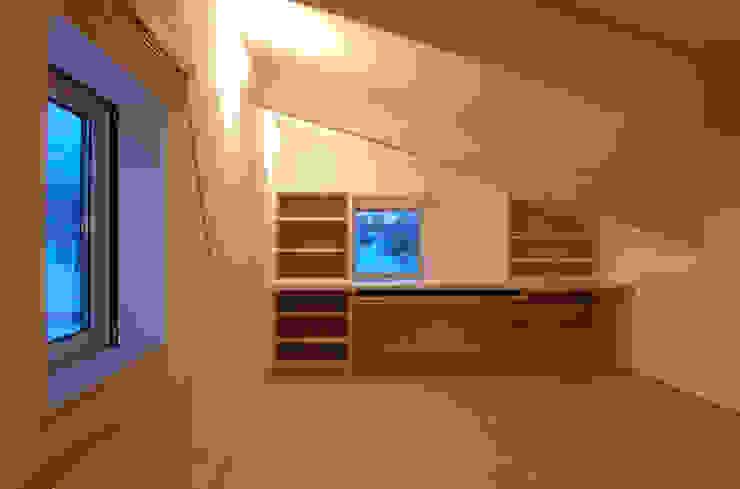 O house モダンスタイルの 玄関&廊下&階段 の TAC一級建築士事務所 モダン