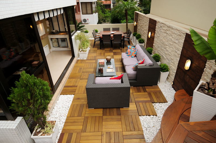 Eclectic style balcony, porch & terrace by Marcelo John Arquitetura e Interiores Eclectic