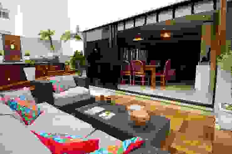 Residencial Unifamiliar Varandas, alpendres e terraços ecléticos por Marcelo John Arquitetura e Interiores Eclético