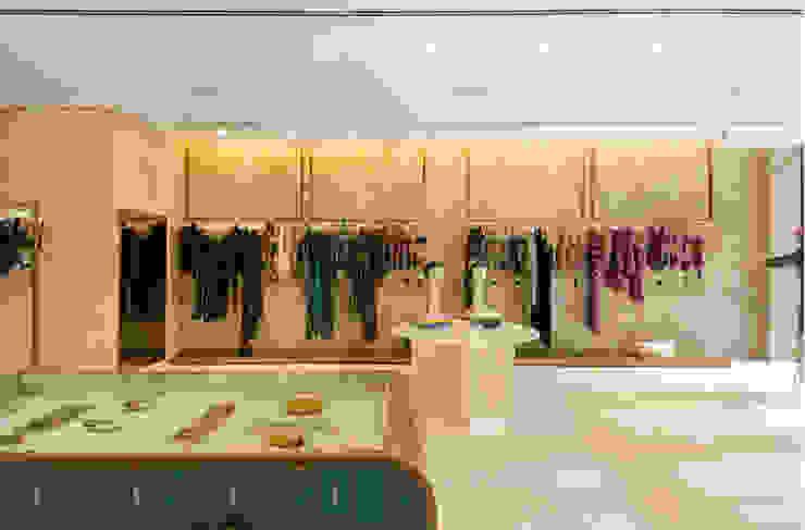 Loja Adriana Degreas Lojas & Imóveis comerciais modernos por Nórea De Vitto e Beto Galvez Interiores Moderno