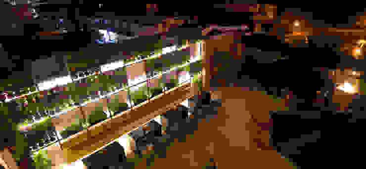 Muro Verde Bares y clubs de estilo tropical de Taller La Semilla Tropical