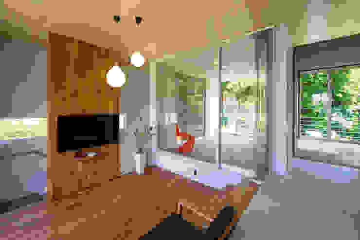 絆の家: プラソ建築設計事務所が手掛けたリビングです。,モダン