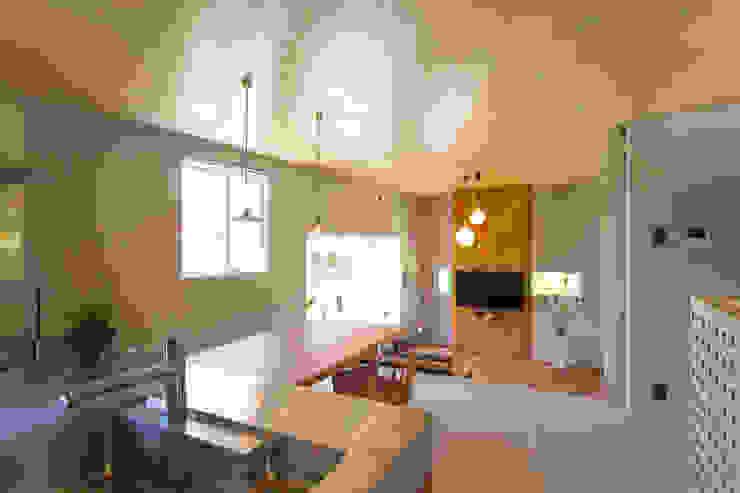 Living room by プラソ建築設計事務所, Modern