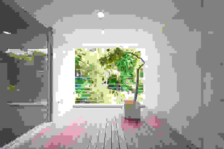 絆の家 プラソ建築設計事務所 モダンデザインの テラス