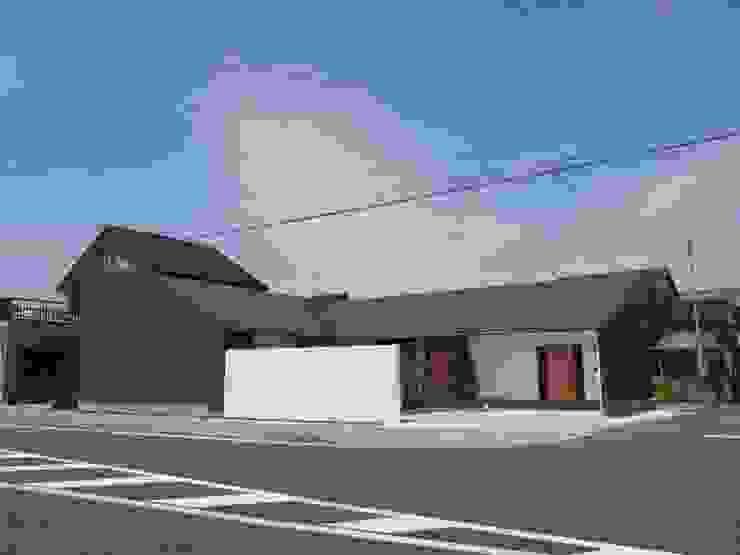 袋井の家 外観: 木名瀬佳世建築研究室が手掛けた家です。,モダン 金属