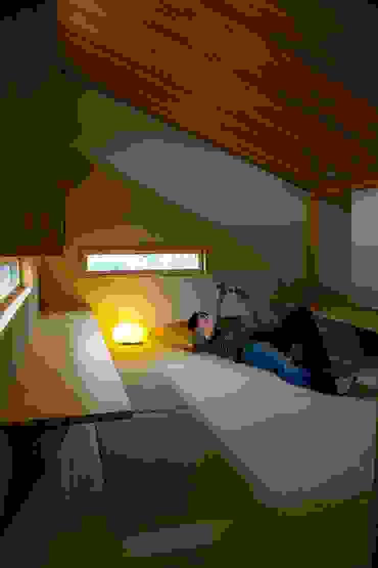 袋井の家 畳の書斎 モダンデザインの 書斎 の 木名瀬佳世建築研究室 モダン 木 木目調