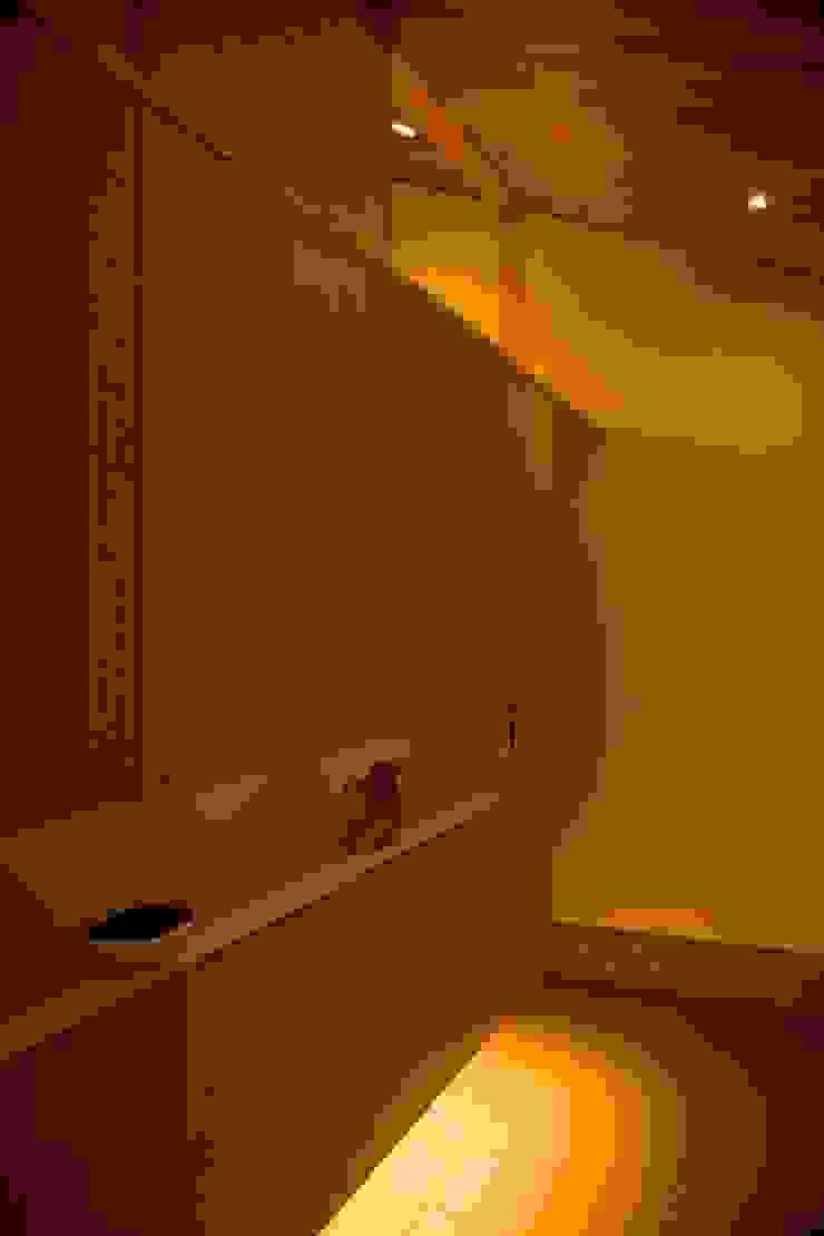 袋井の家 玄関 モダンスタイルの 玄関&廊下&階段 の 木名瀬佳世建築研究室 モダン 木 木目調