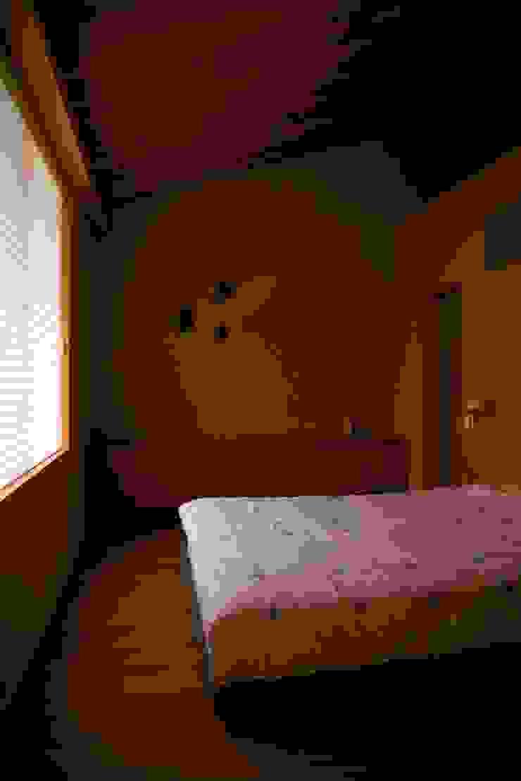 袋井の家 寝室 モダンスタイルの寝室 の 木名瀬佳世建築研究室 モダン 木 木目調