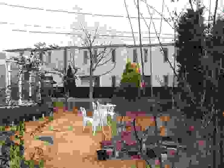 テラスのある庭 | Fujisawa  <before> : jardinier Kirikuiが手掛けた折衷的なです。,オリジナル