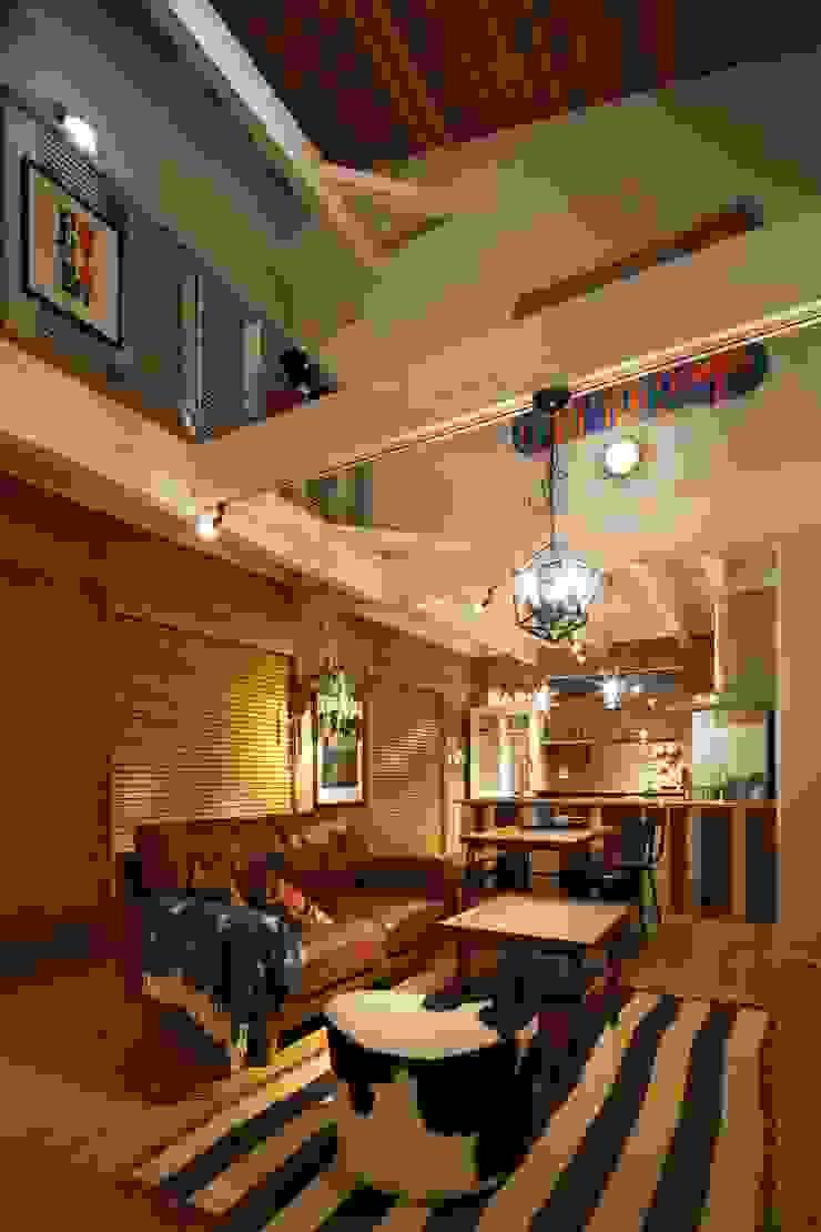 H's HOUSE クラシックデザインの リビング の dwarf クラシック