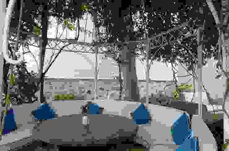 Modern style balcony, porch & terrace by Bozantı Mimarlık Modern