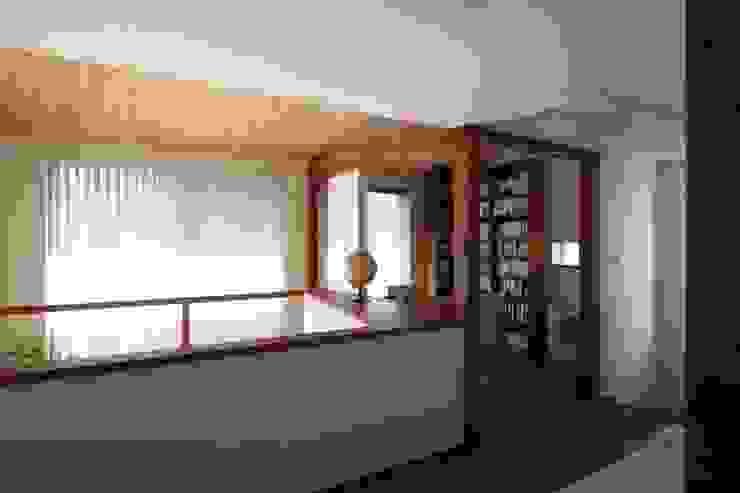 Studio in stile scandinavo di アトリエグローカル一級建築士事務所 Scandinavo
