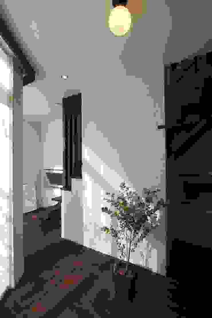 ギャラリーのある家 北欧スタイルの 玄関&廊下&階段 の アトリエグローカル一級建築士事務所 北欧