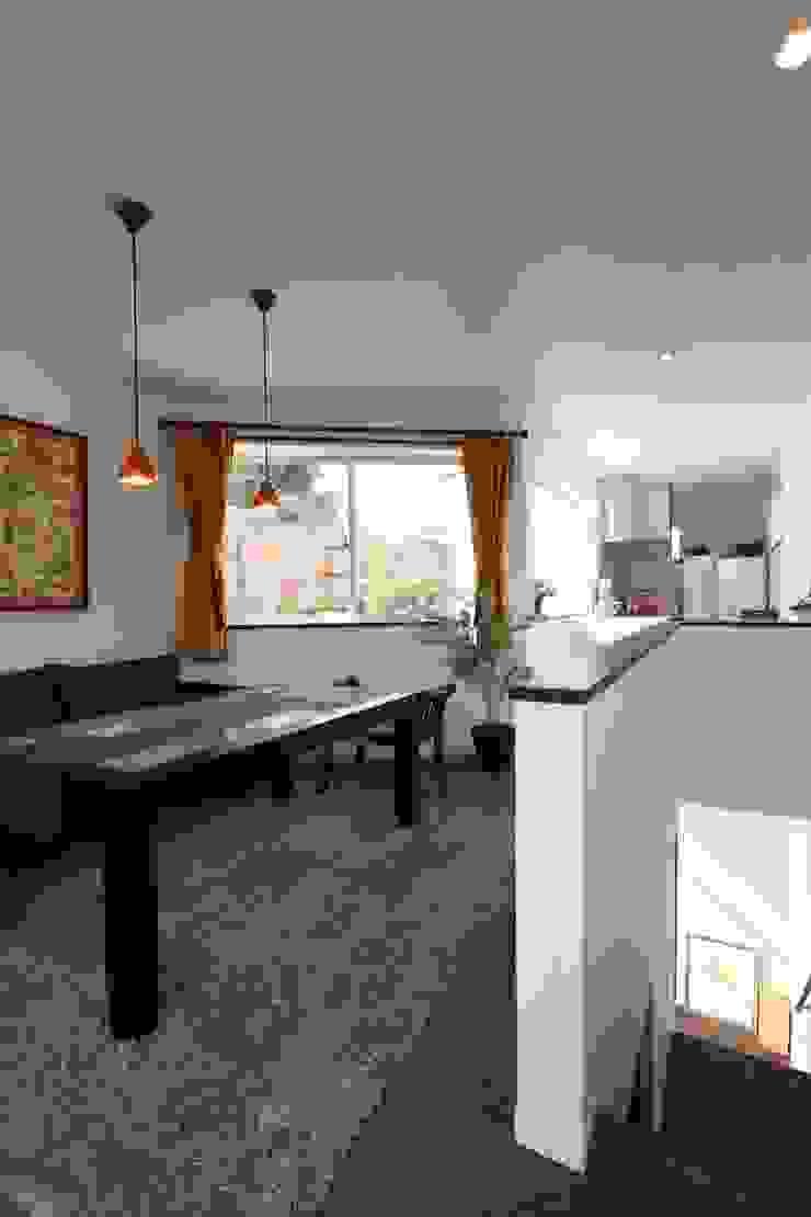 ギャラリーのある家 北欧デザインの リビング の アトリエグローカル一級建築士事務所 北欧