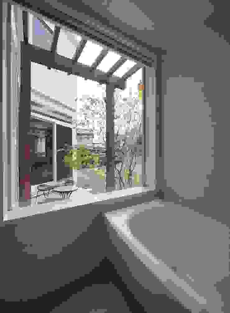 ギャラリーのある家 北欧スタイルの お風呂・バスルーム の アトリエグローカル一級建築士事務所 北欧