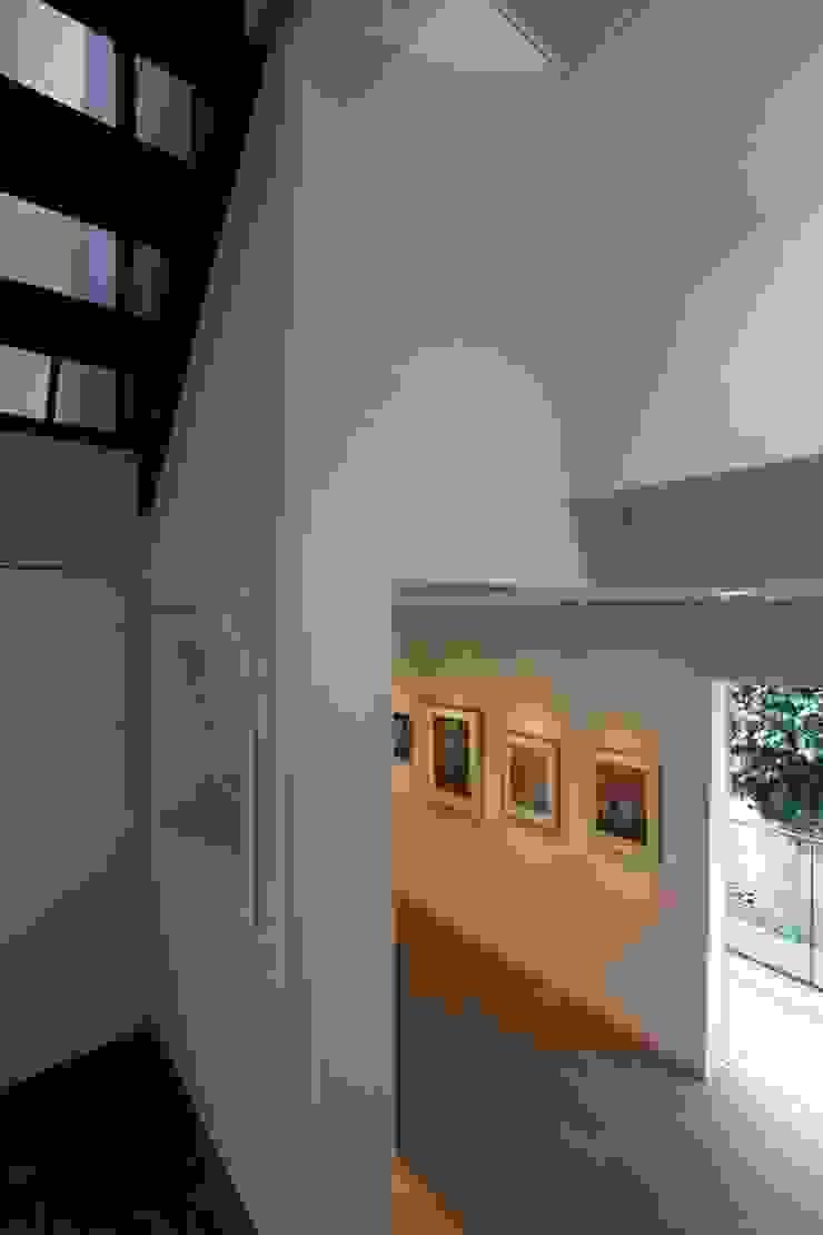 ギャラリーのある家 北欧デザインの 多目的室 の アトリエグローカル一級建築士事務所 北欧
