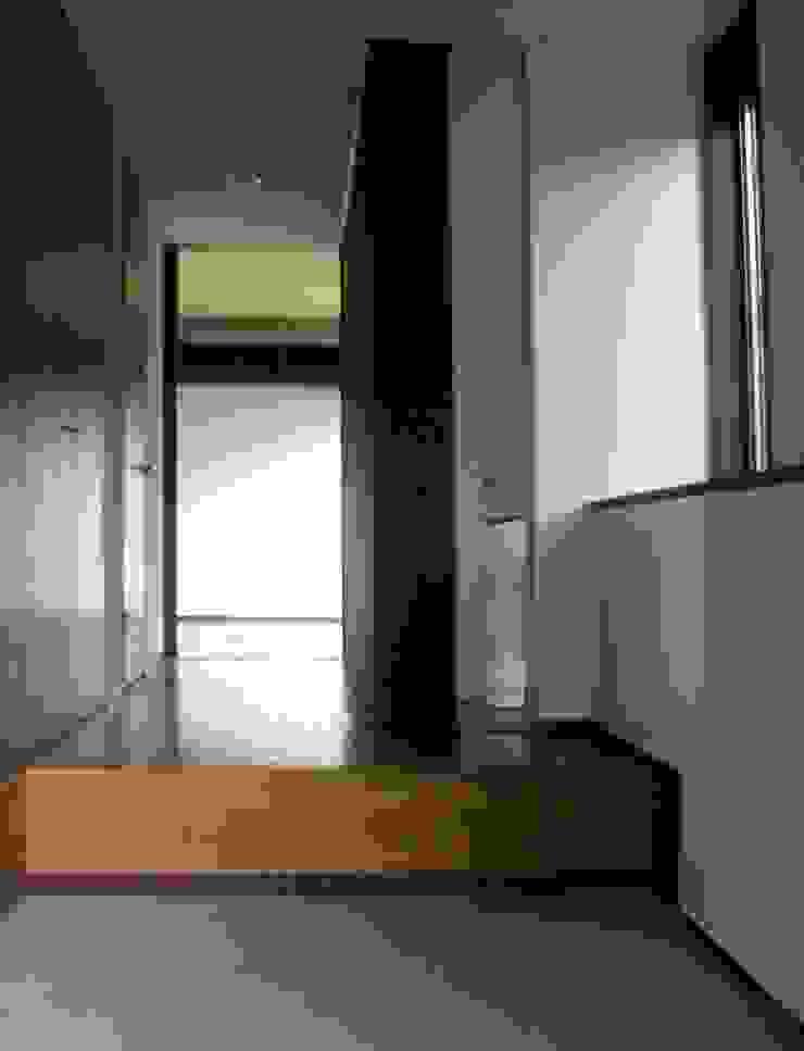 高円寺の家 モダンスタイルの 玄関&廊下&階段 の 川村崇建築計画事務所 モダン