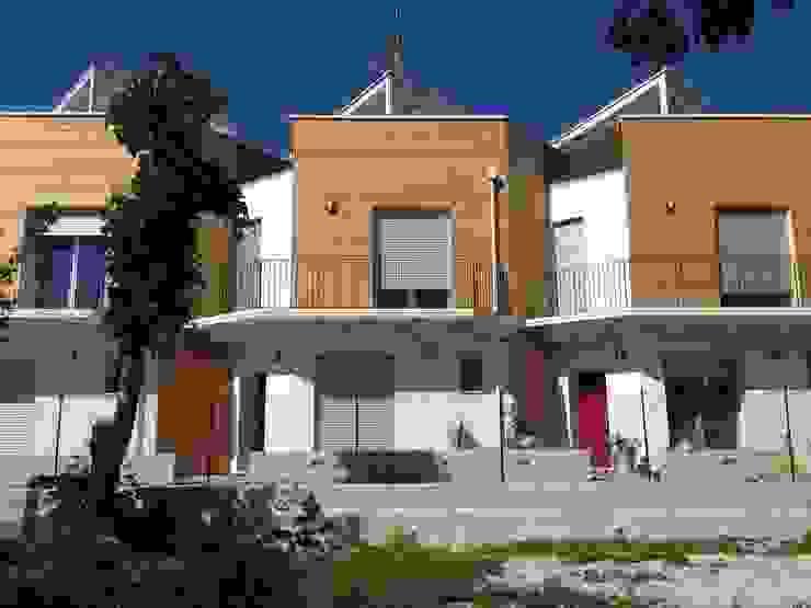 Gli ingressi Case moderne di Archética Moderno Sisal / Paglia Blu