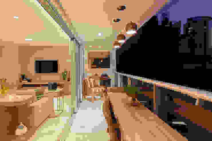 Modern balcony, veranda & terrace by Novità - Reformas e Soluções em Ambientes Modern
