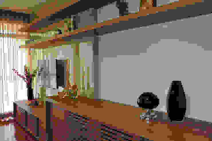 Salas de estilo moderno de Novità - Reformas e Soluções em Ambientes Moderno