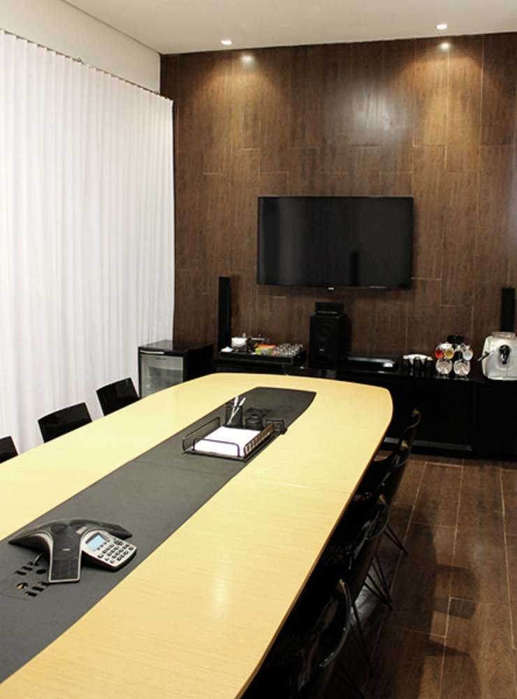 Sala de reuniões principal Lojas & Imóveis comerciais modernos por Novità - Reformas e Soluções em Ambientes Moderno