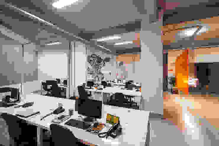 Estações de trabalho Lojas & Imóveis comerciais modernos por Novità - Reformas e Soluções em Ambientes Moderno