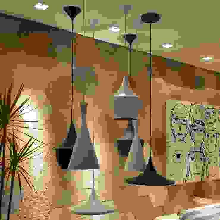 Paredes y pisos de estilo moderno de ANNA MAYA ARQUITETURA E ARTE Moderno