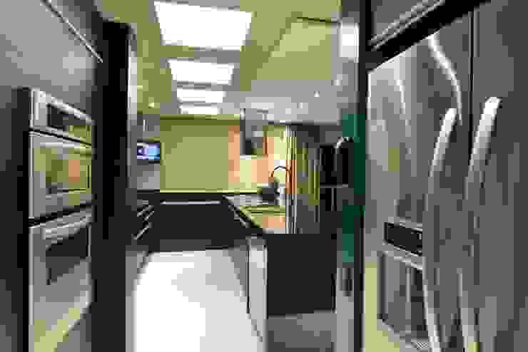 Apartamento Orla Marítima Cozinhas modernas por ANNA MAYA ARQUITETURA E ARTE Moderno MDF