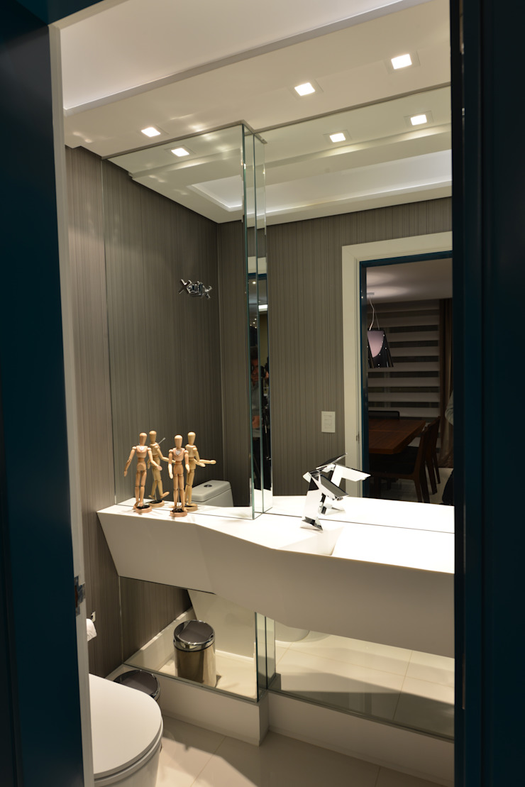 Apartamento Orla Marítima Banheiros modernos por ANNA MAYA ARQUITETURA E ARTE Moderno Sintético Castanho
