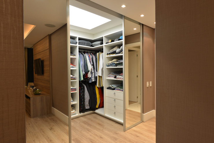 Modern dressing room by ANNA MAYA ARQUITETURA E ARTE Modern Wood Wood effect