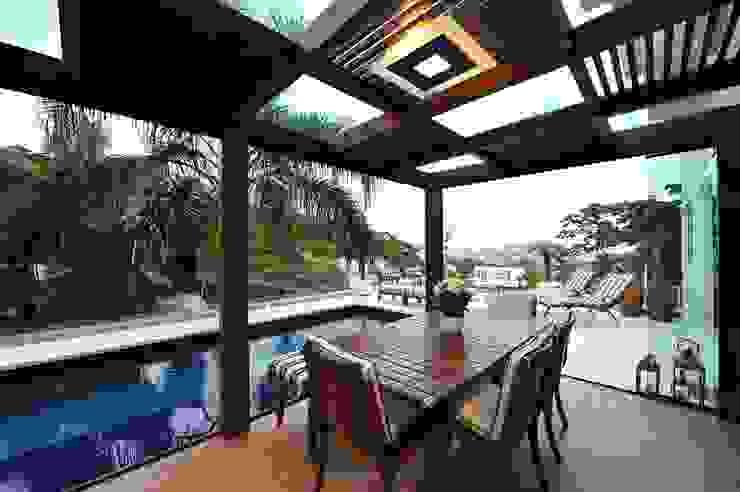 Balcones y terrazas modernos de ANNA MAYA ARQUITETURA E ARTE Moderno Madera Acabado en madera