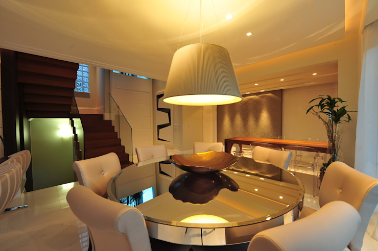 Modern dining room by ANNA MAYA ARQUITETURA E ARTE Modern Glass