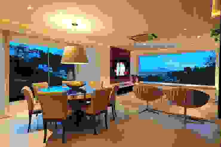 Phòng ăn phong cách hiện đại bởi ANNA MAYA ARQUITETURA E ARTE Hiện đại Dệt may Amber/Gold