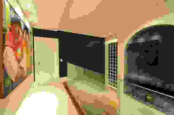 Hành lang, sảnh & cầu thang phong cách hiện đại bởi ANNA MAYA ARQUITETURA E ARTE Hiện đại gốm sứ