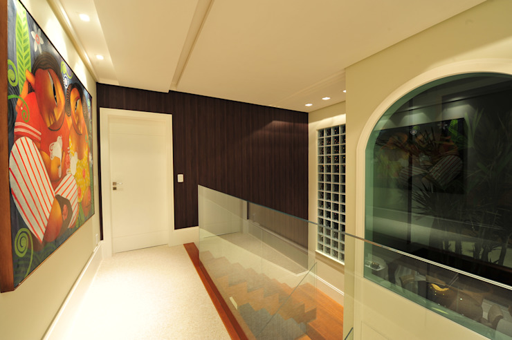 Modern Corridor, Hallway and Staircase by ANNA MAYA ARQUITETURA E ARTE Modern Ceramic