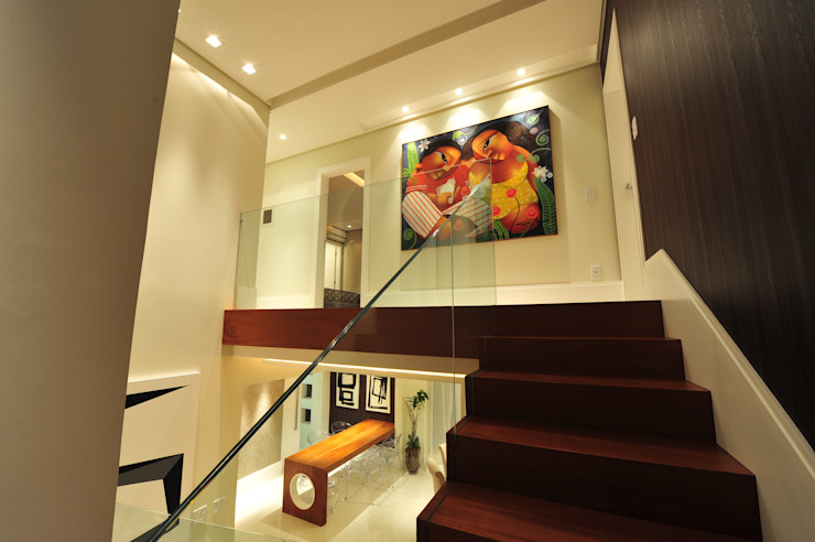 Modern Corridor, Hallway and Staircase by ANNA MAYA ARQUITETURA E ARTE Modern Solid Wood Multicolored