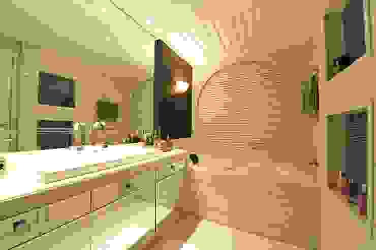 Casa Bosque das Mansões II Banheiros modernos por ANNA MAYA ARQUITETURA E ARTE Moderno Mármore