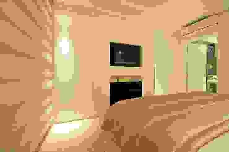 Phòng ngủ phong cách hiện đại bởi ANNA MAYA ARQUITETURA E ARTE Hiện đại MDF