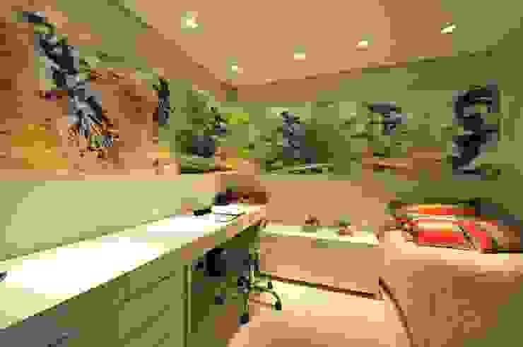 Dormitorios infantiles modernos: de ANNA MAYA ARQUITETURA E ARTE Moderno Tablero DM