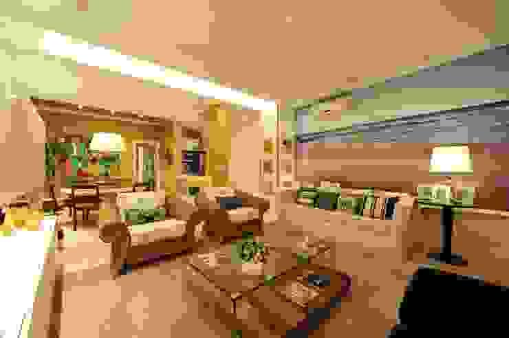 Apartamento Águas do Santinho Salas de estar modernas por ANNA MAYA ARQUITETURA E ARTE Moderno Têxtil Ambar/dourado