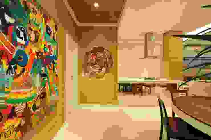 Apartamento Águas do Santinho ANNA MAYA ARQUITETURA E ARTE Corredores, halls e escadas modernos Sisal/palha Multi colorido