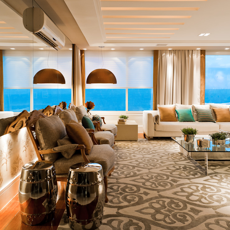 Apartamento Beiramar Salas de estar clássicas por ANNA MAYA ARQUITETURA E ARTE Clássico Têxtil Ambar/dourado
