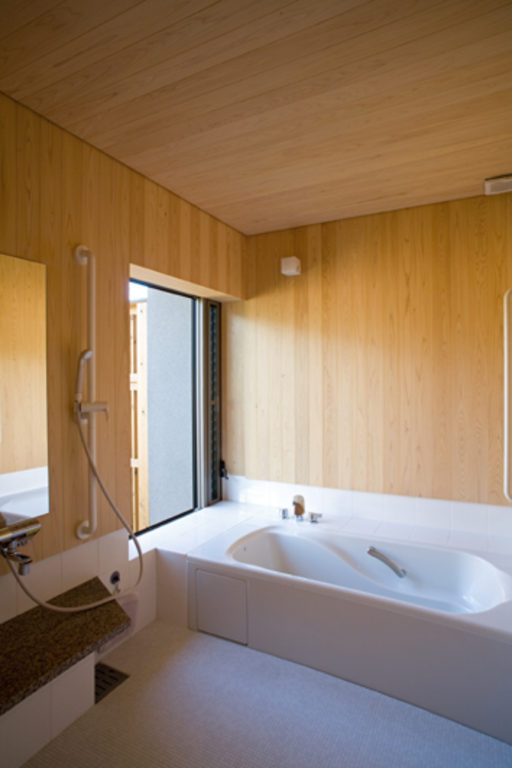 Eclectic style bathrooms by 尾日向辰文建築設計事務所 Eclectic