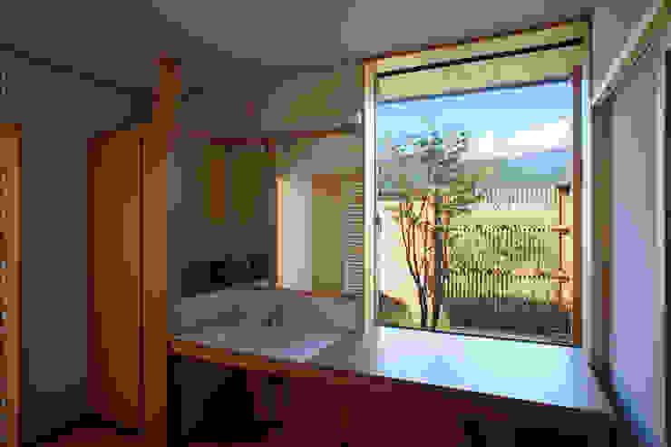 尾日向辰文建築設計事務所의  욕실, 에클레틱 (Eclectic)