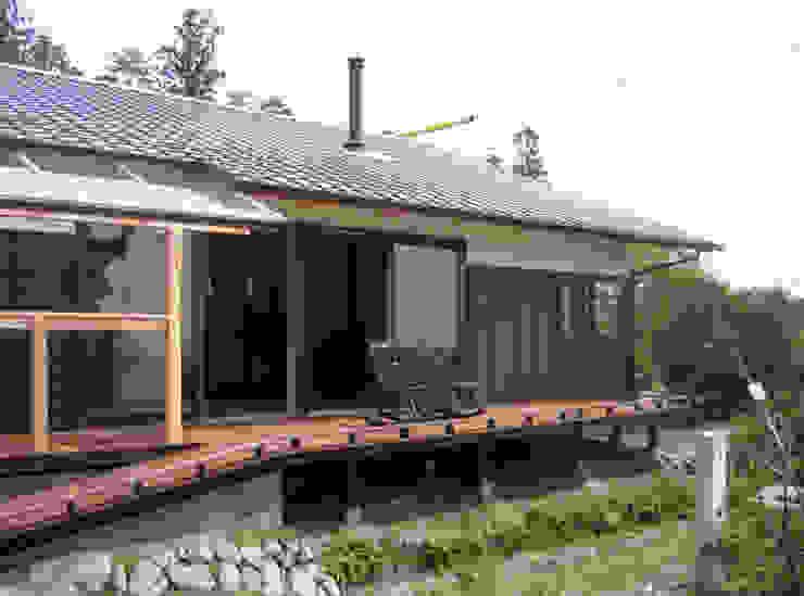 ひなたぼっこ オリジナルデザインの テラス の 尾日向辰文建築設計事務所 オリジナル