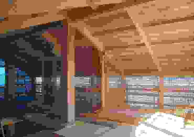 伝統構法で造る土壁の家 オリジナルな 壁&床 の 尾日向辰文建築設計事務所 オリジナル