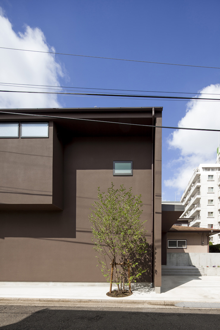 濃い茶色の外壁|深沢の家 ミニマルな 家 の U建築設計室 ミニマル