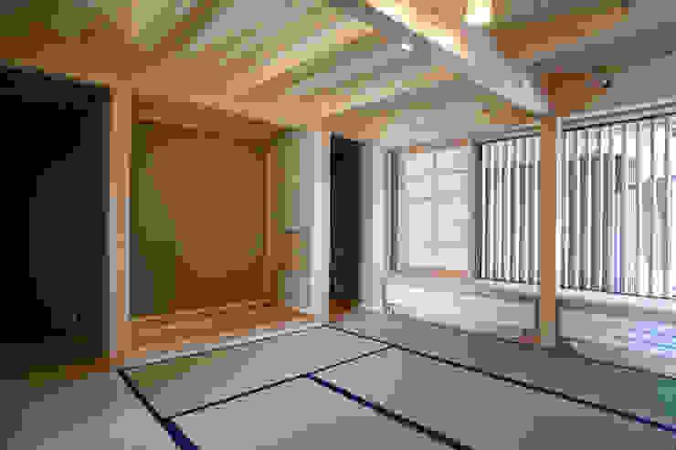 伝統構法で造る土壁の家 オリジナルデザインの 多目的室 の 尾日向辰文建築設計事務所 オリジナル
