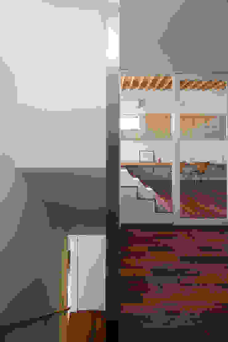 深沢の家 オリジナルスタイルの 玄関&廊下&階段 の U建築設計室 オリジナル